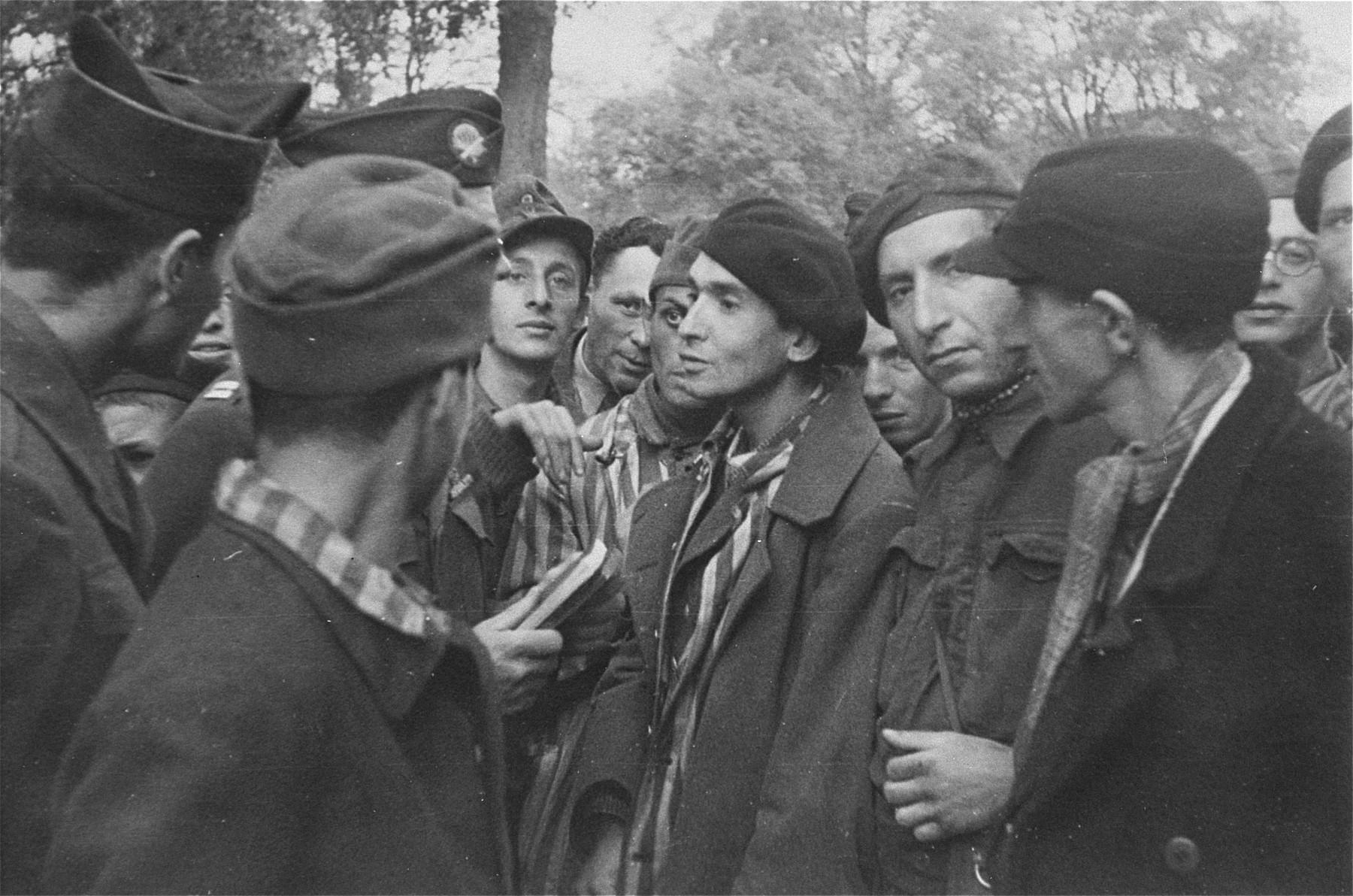 Survivors in Woebbelin speaking with their American liberators.