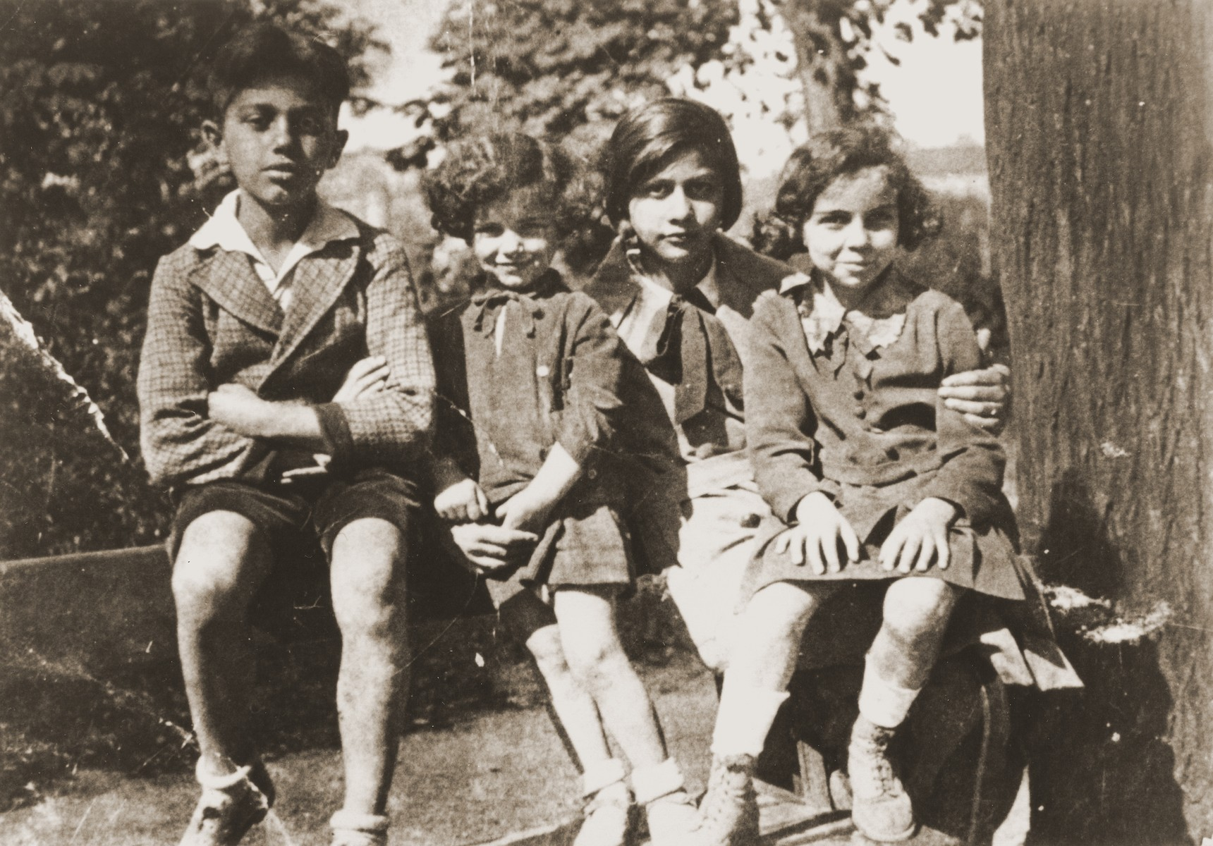 Leo Bretholz with his sisters Henny and Ditta and cousin, Sonja Topor.