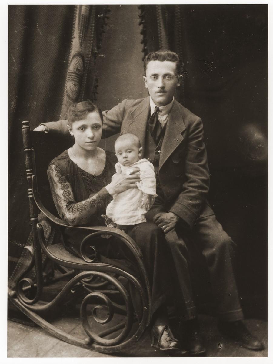 Studio portrait of Szmul Zygielbojm with his first wife, Golda Sperling Zygielbojm and their infant son, Yosef.