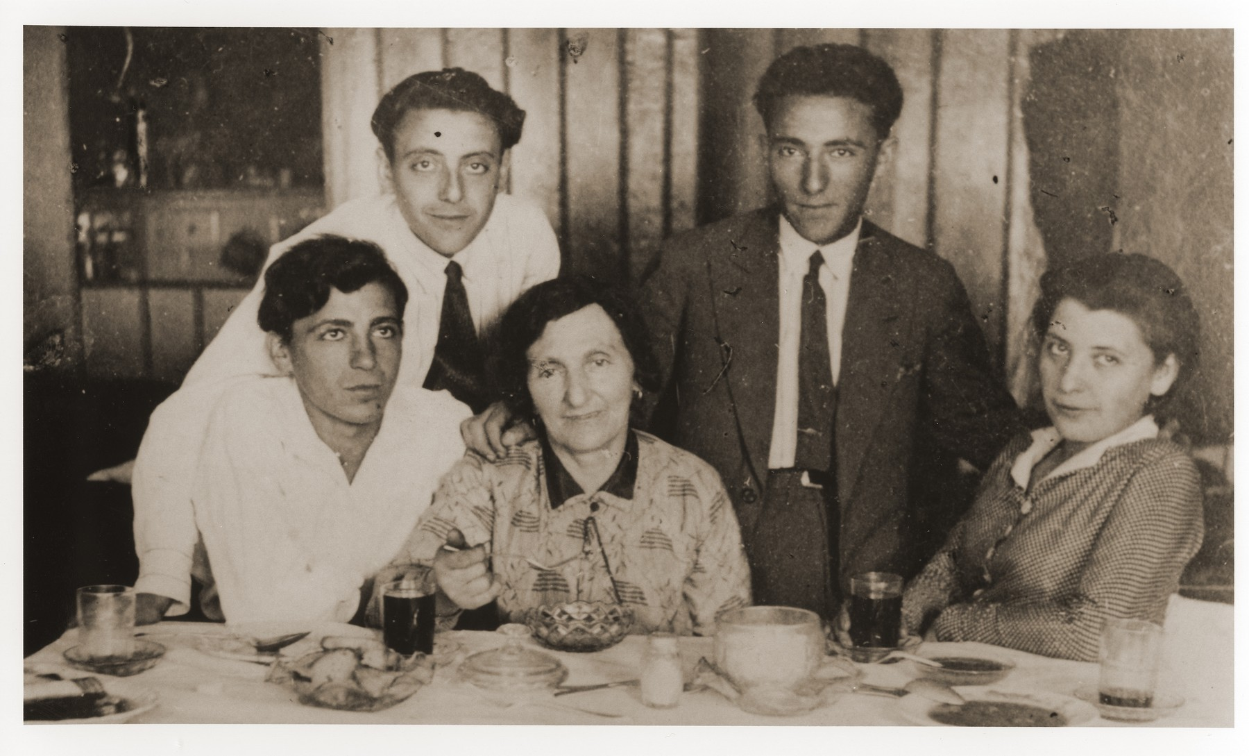 Members of the Zygielbojm family pose at the dinner table.  Pictured standing behind, from left to right, are: Avraham and Faivel Zygielbojm.  Seated, from left to right, are: Reuven; Henia, and Hava Zygielbojm.