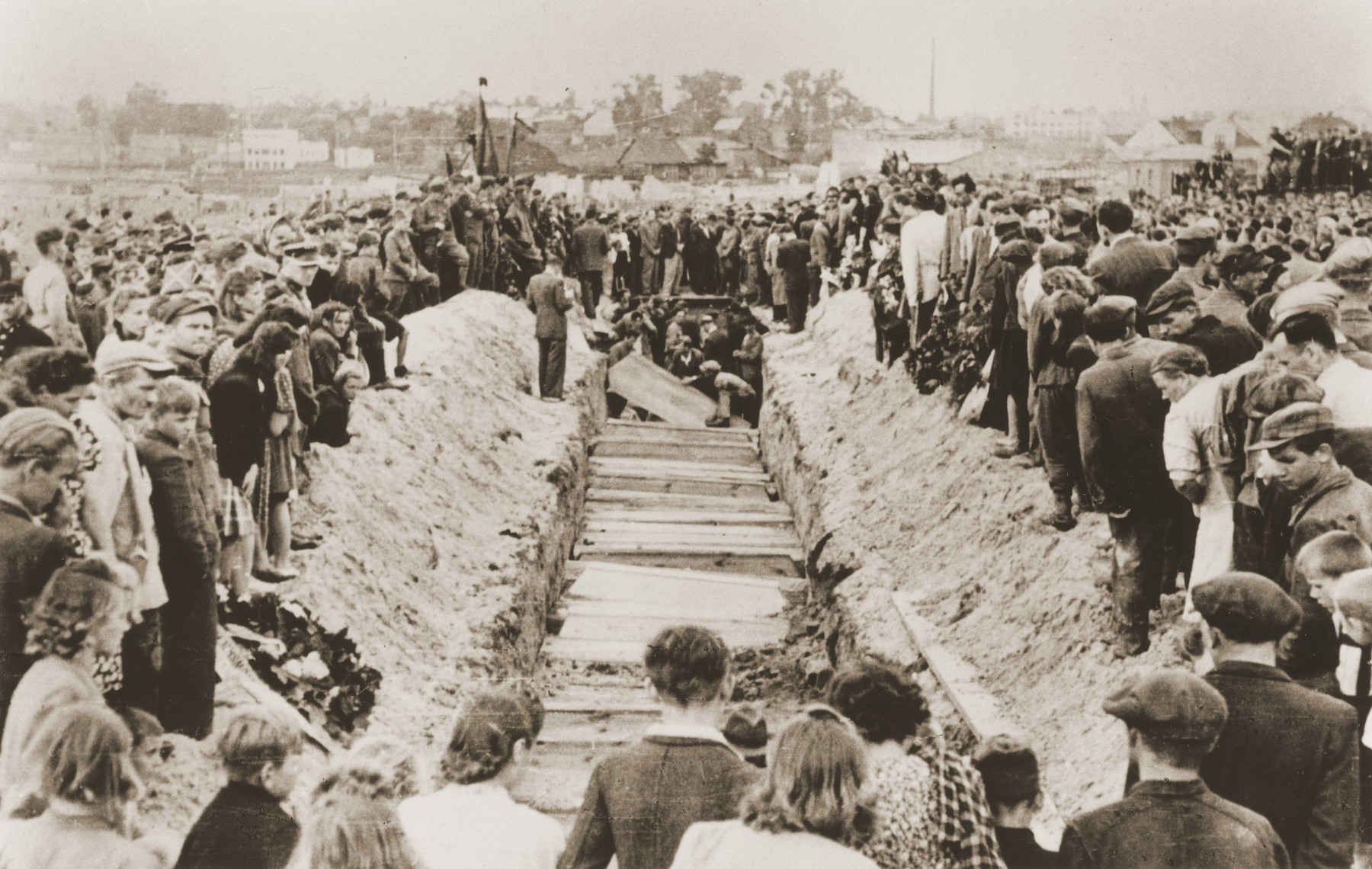 Burying the pogrom victims (Kielce, Jul. 1946)