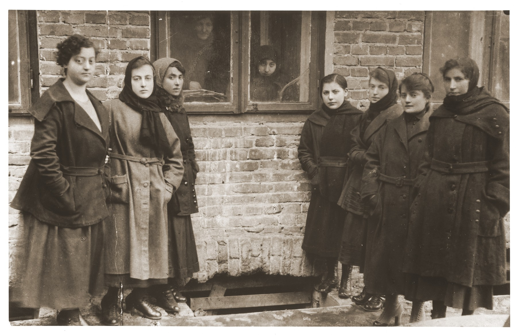 A group of young Jewish women stand outside the window of an unidentified building in Chelm.  Among those pictured are Luba Appelbaum (far left) and Feige Zygielbojm (second from the left).  Feige is the sister of Szmul Artur Zygielbojm; Luba is his cousin.