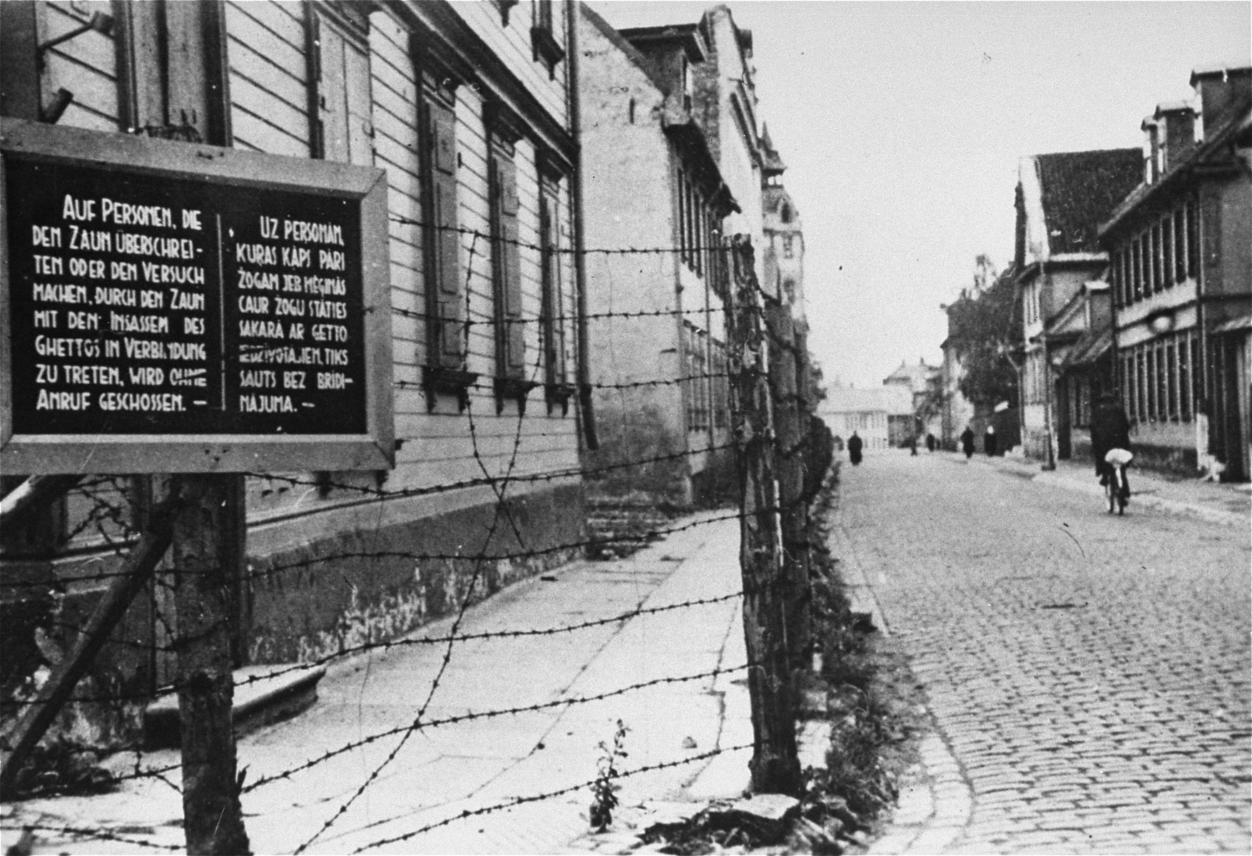 A sign in German and Latvian forbidding unauthorized entrance into the ghetto.
