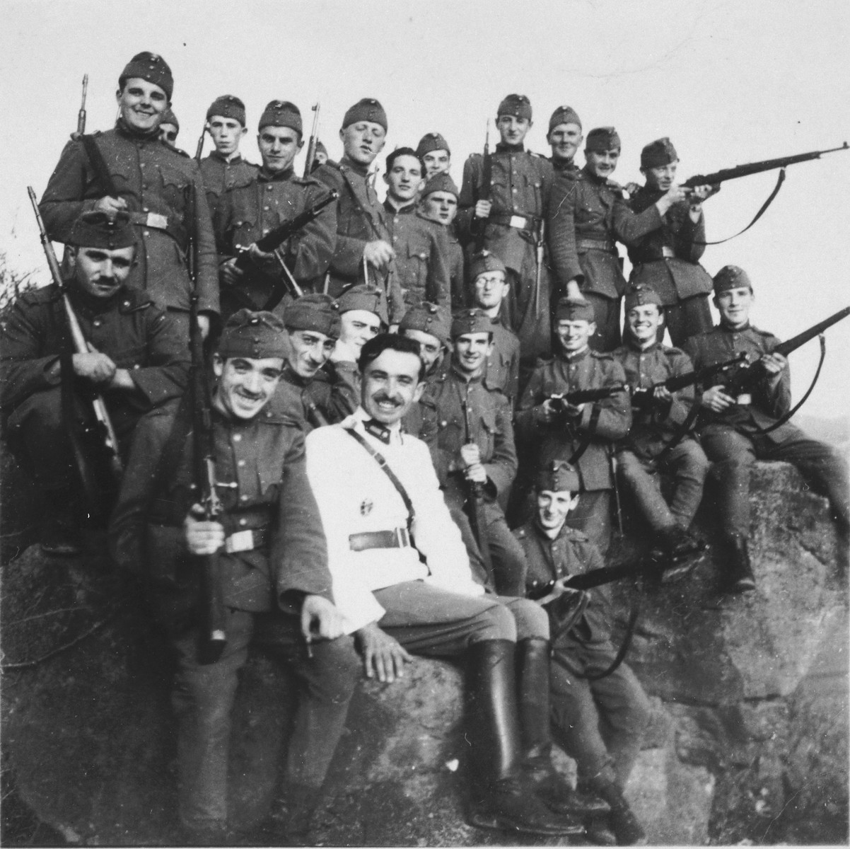 A unit of the Hungarian army with both Jewish and non-Jewish soldiers poses during the first year of the war.