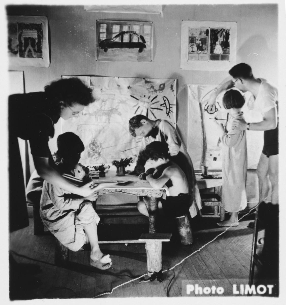 An art class in the Mehoncourt children's home.