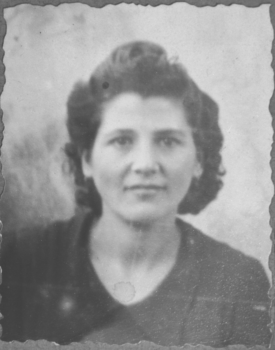 Portrait of Dona Ischach, daughter of Yakov Ischach.  She was a housemaid.  She lived at Synagogina 14 in Bitola.