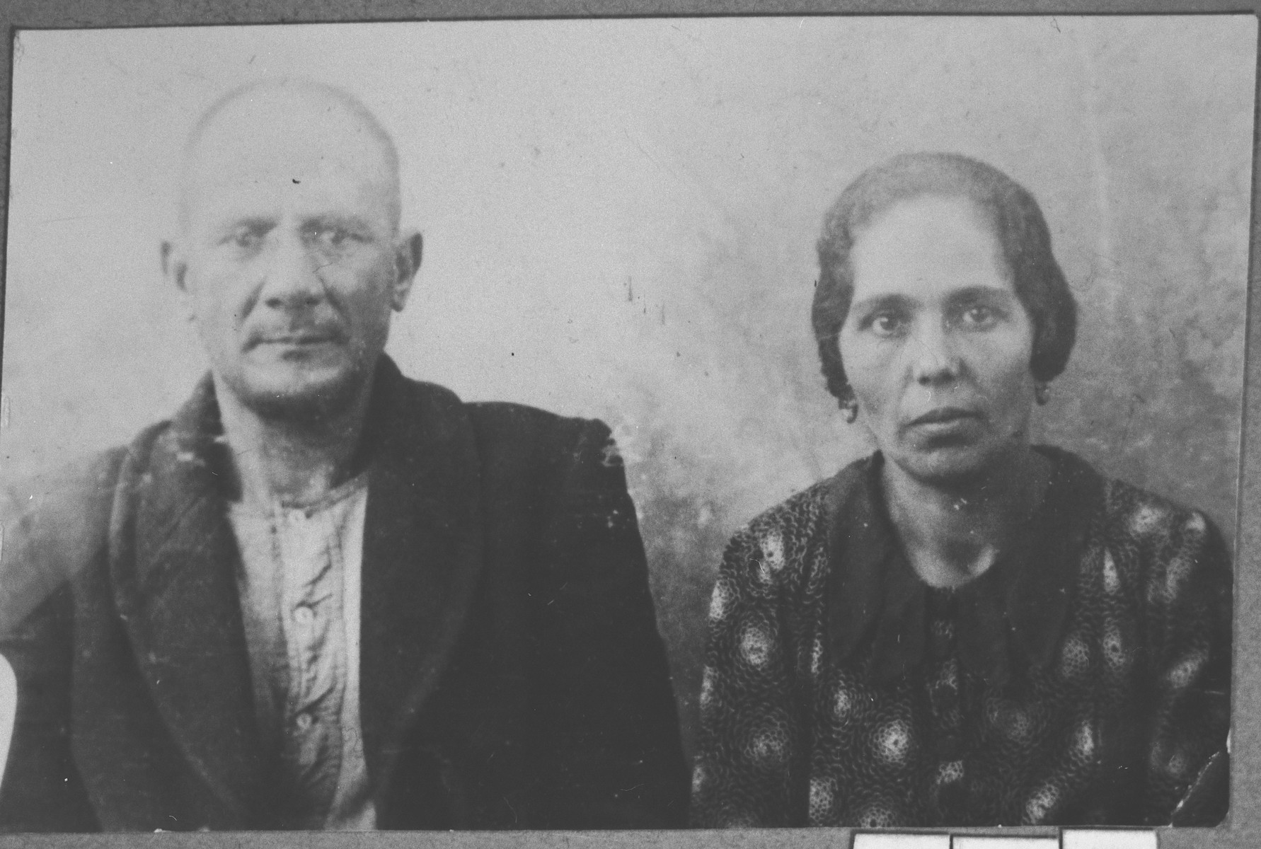 Portrait of Yakov Ischach and his wife, Luna.  He was a butcher.  They lived at Synagogina 14 in Bitola.