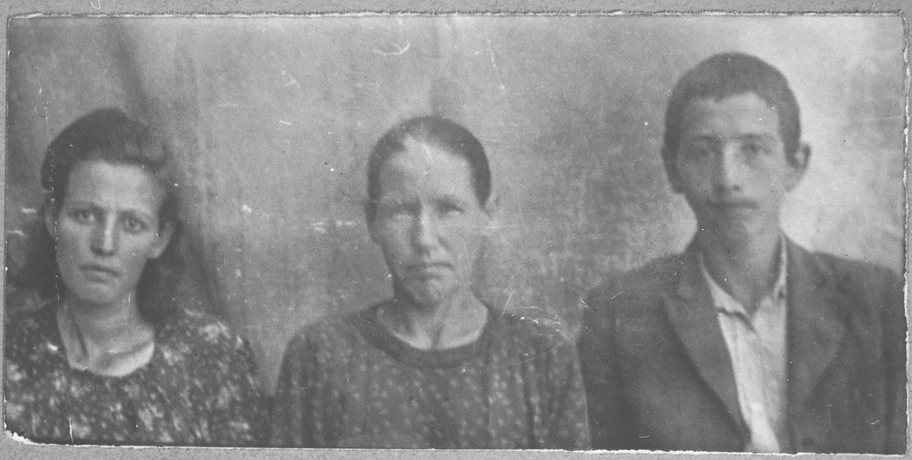 Portrait of Palomba Sacharia, wife of Benveniste Sacharia, Mirutsa Sacharia, Benveniste's daughter, and Isak Sacharia, Benveniste's son.