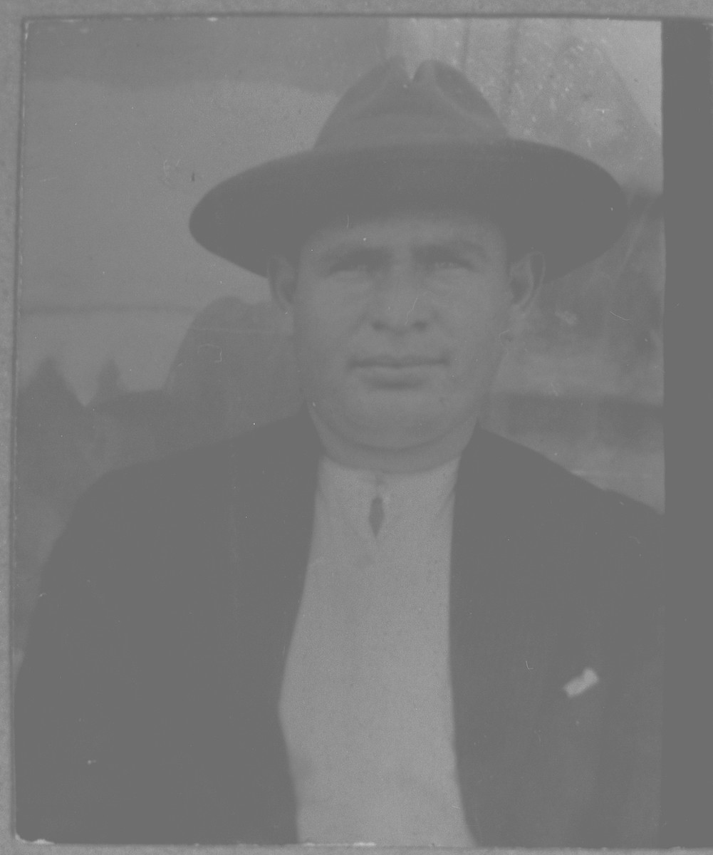 Portrait of Natan Ischach.  He was a fruit dealer.  He lived at Karagoryeva 75 in Bitola.