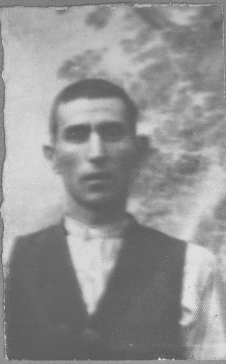 Portrait of Leon Ischach, son of Pinchas Ischach.  He was a roofer.  He lived at Karagoryeva 95 in Bitola.