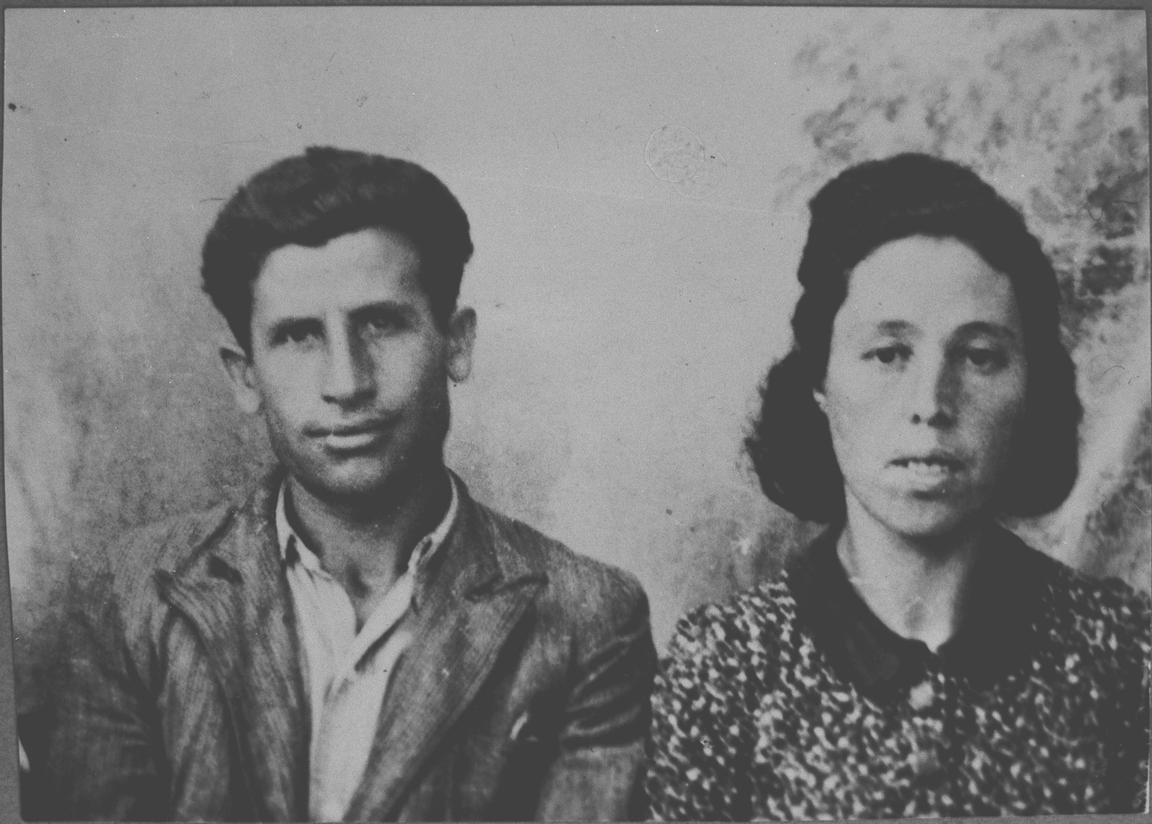 Portrait of Avram Eschkenasi, son of Mushon Eschkenasi, and Avram's wife, Klara.  Avram was a laborer.  They lived at Karagoryeva 91 in Bitola.