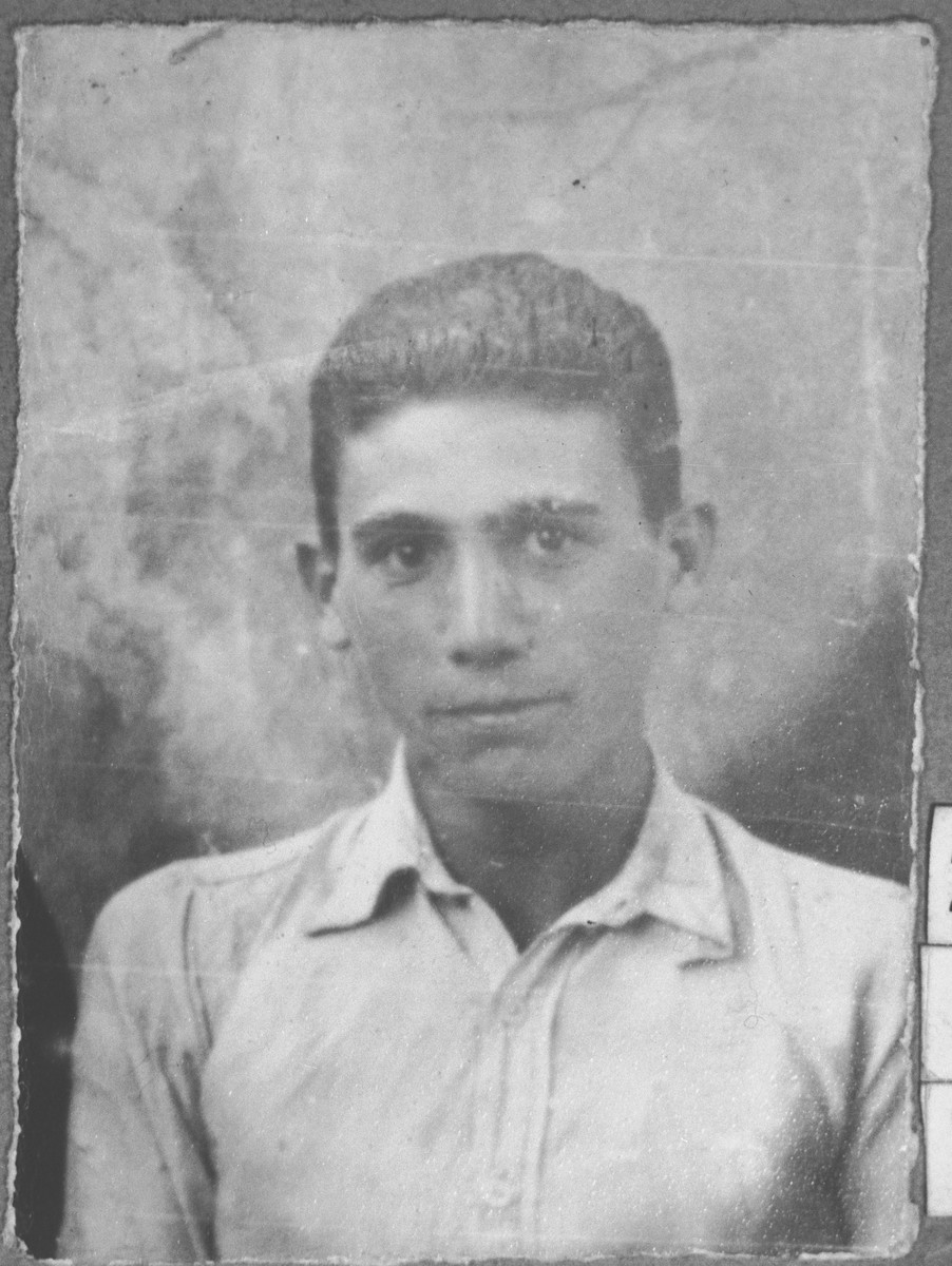 Portrait of Kalev Ischach, son of Yakov Ischach.  He was a student.  He lived at Synagogina 14 in Bitola.