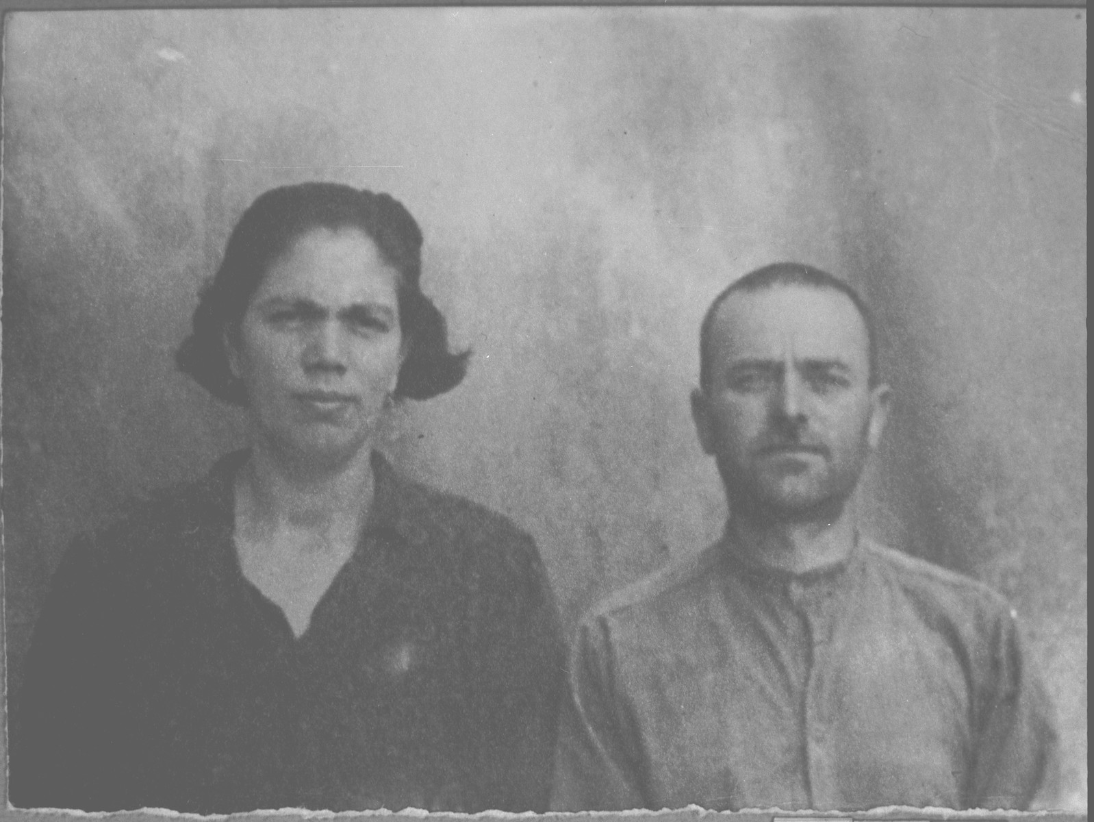 Portrait of Samuel Ischach and his wife, Estreya.  He was a fruit dealer.  They lived at Krstitsa 13 in Bitola.