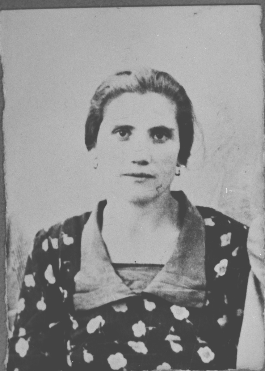 Portrait of Suncho Ischach, [wife of Lazar Ischach].  She lived at Karagoryeva 38 in Bitola.
