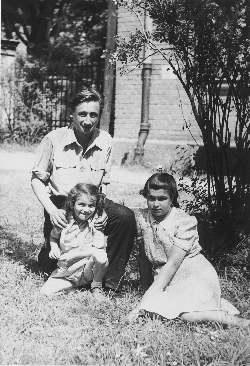 Portrait of three Jewish DP children in the Gabersee displaced persons camp.  Pictured are Arthur, Bronia and Henia Spielman.