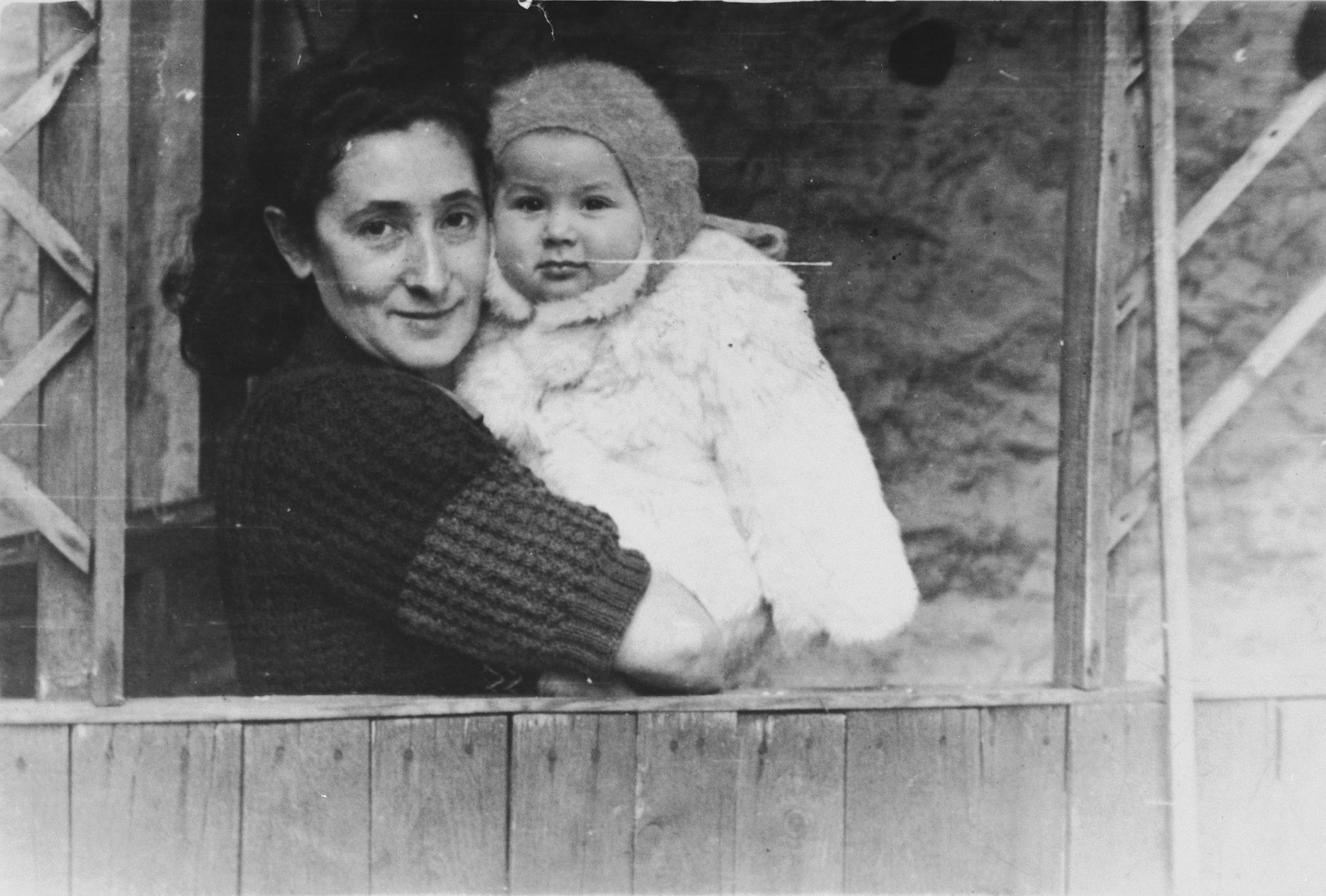 Ida Borenstein holds her infant daughter Rosa in the Lampertheim displaced persons camp.