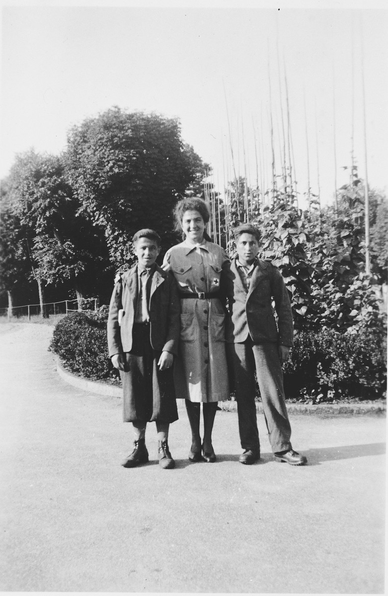 Two Jewish teenagers pose with a nurse after coming to Switzerland following their liberation from Buchenwald.  Among those pictured is Abraham Grajz (right).