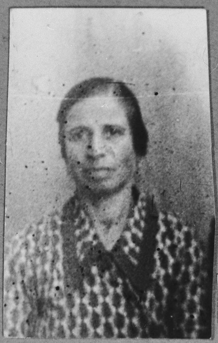 Portrait of Palomba Aleshandra, wife of Avram Aleshandra.  She lived at Belika Avliya 3 in Bitola.