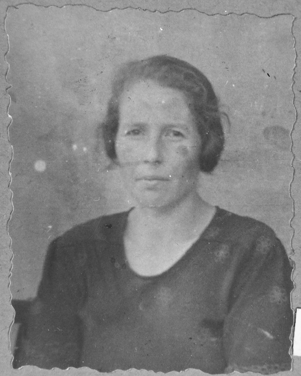 Portrait of Reina Albaranes, wife of Yanto Albaranes.  She lived at Kossantchitcheva 18 in Bitola.