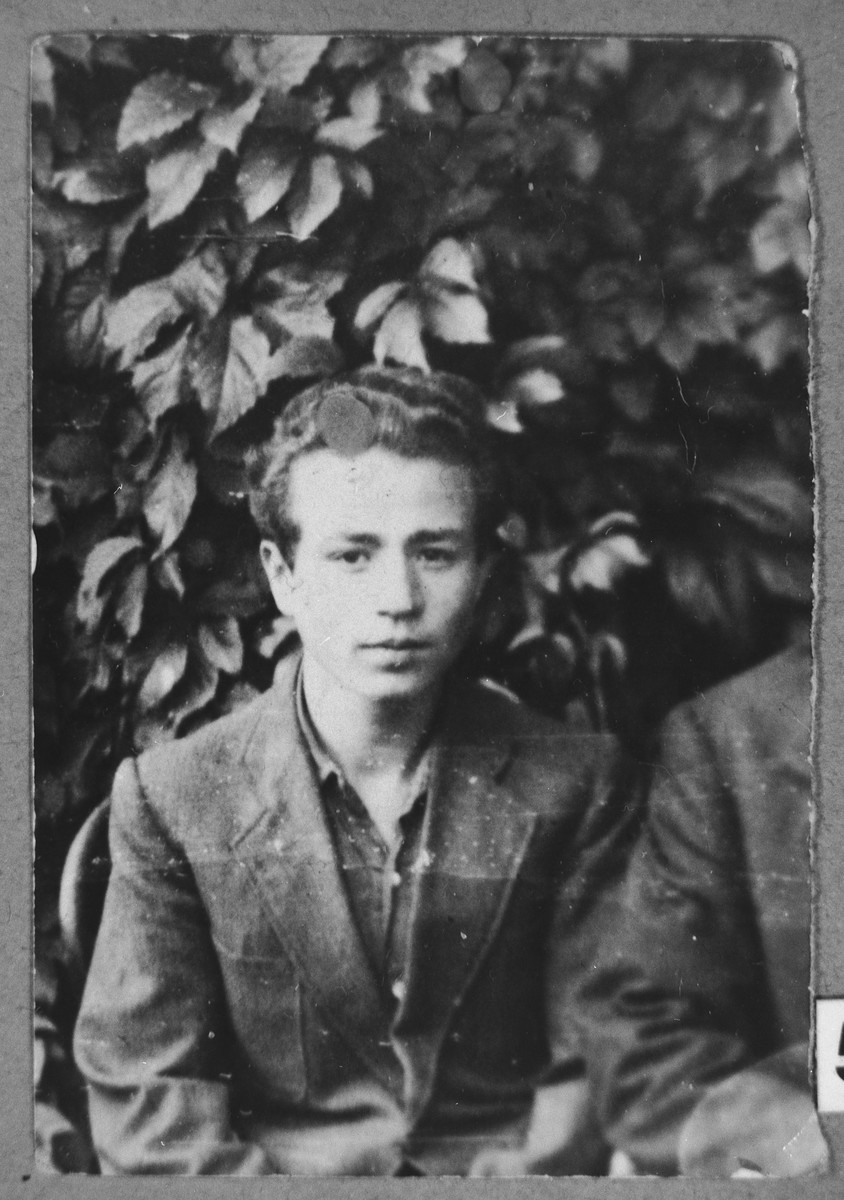 Portrait of Yosef Alba, son of Yakov Alba.  He was a student.  He lived at Herzegowatschka 27 in Bitola.