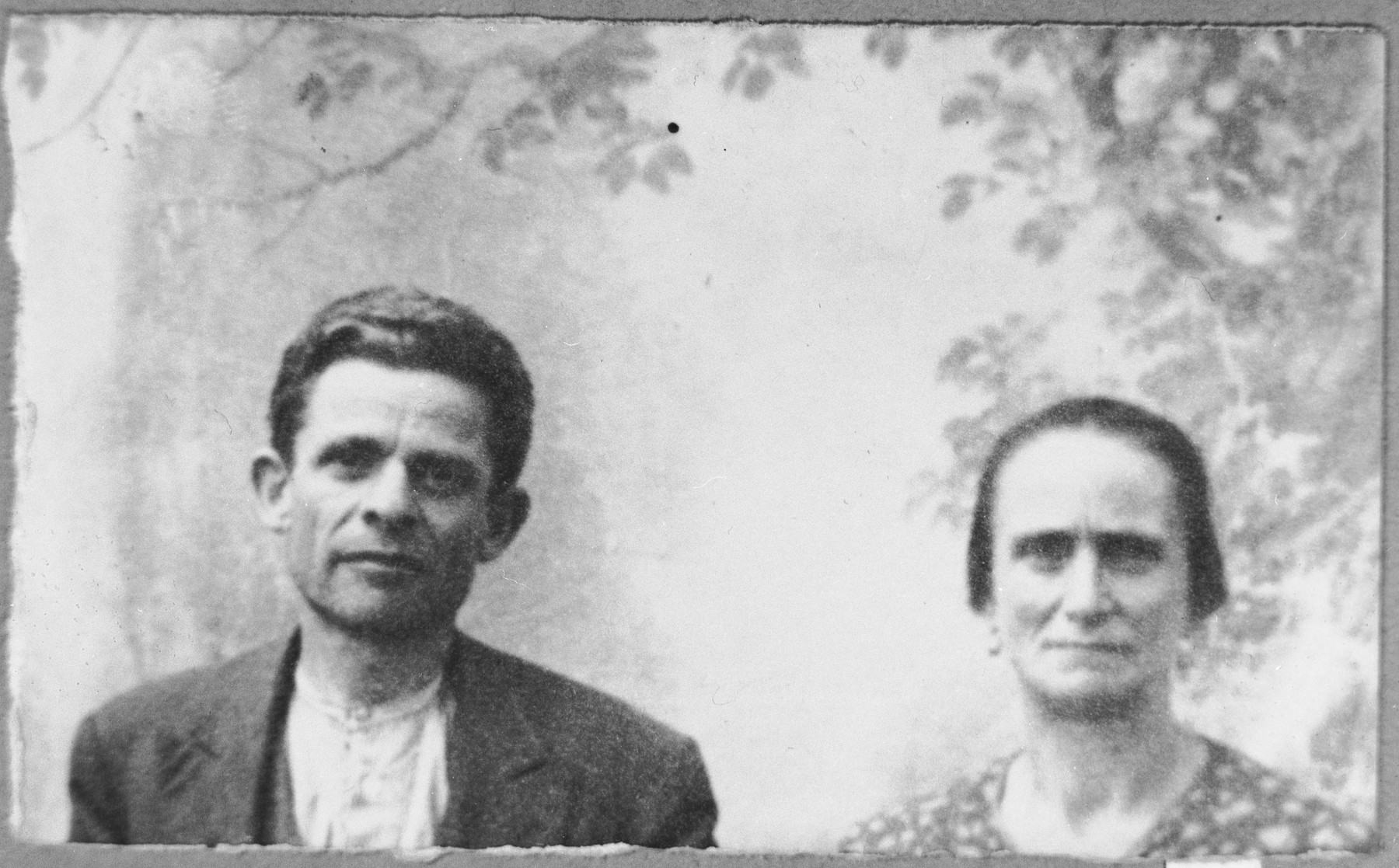 Portrait of Aron Albala and his wife, Rebeka.  Aron was a second-hand dealer.  They lived at Zmayeva 18 in Bitola.