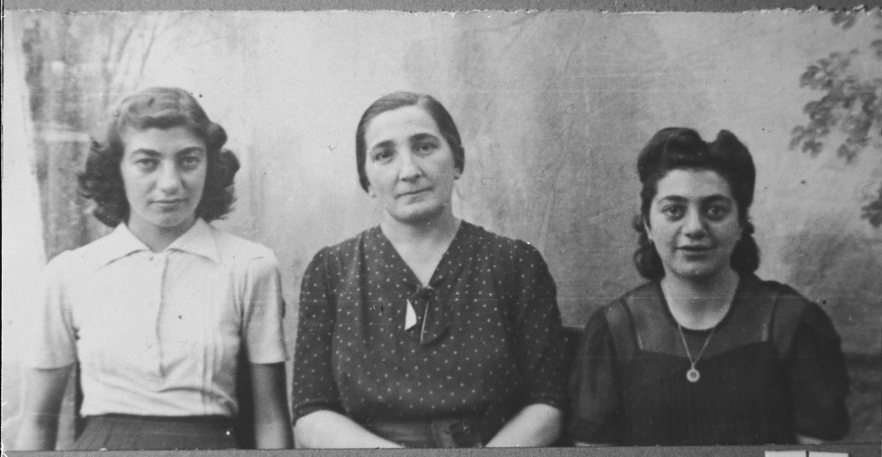 Portrait of Lena Anaf, wife of Yosef Anaf, with her two daughters, Bulisa (left) and Rebeka (right).  Bulisa and Rebeka were students.  They lived at Gen. Boyevika 24 in Bitola.