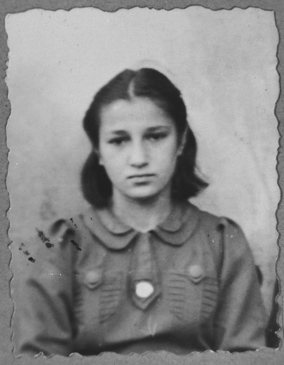 Portrait of Soluka Aroesti, daughter of Mair Aroesti.  She was a student.  She lived on Zvornitska in Bitola.