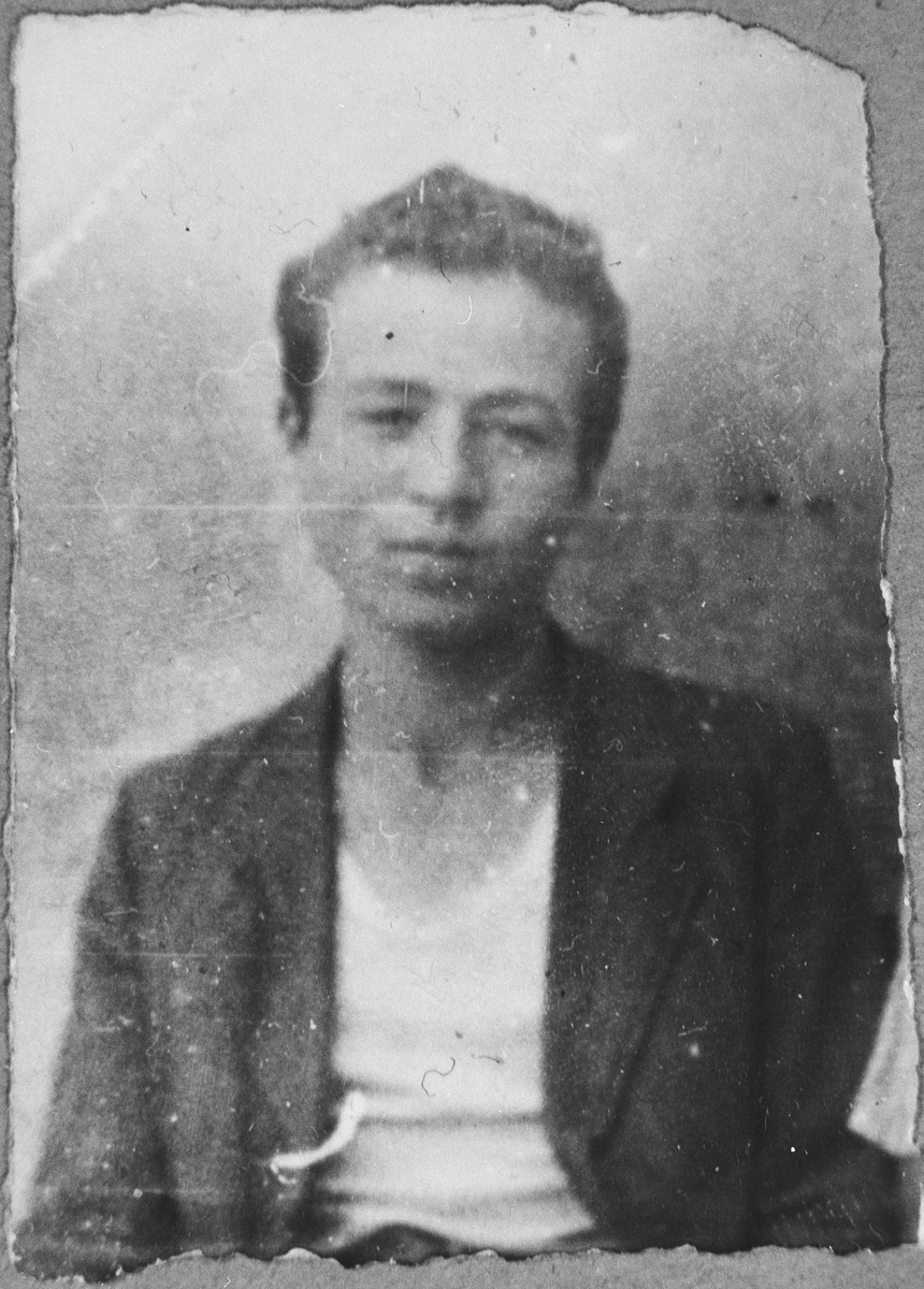 Portrait of Mishulam Alba, son of Yakov Alba.  He was a student.  He lived at Herzegowatschka 27 in Bitola.