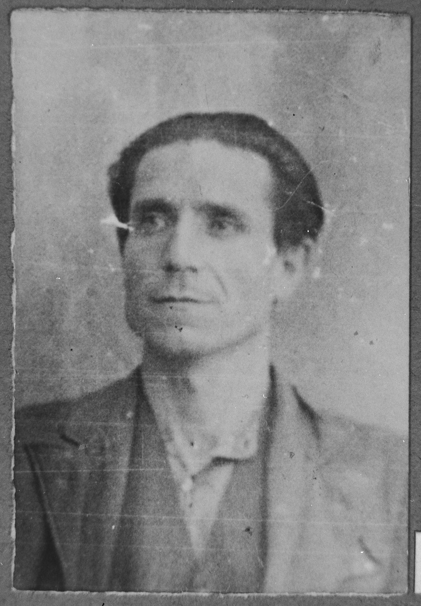 Portrait of Schachia Alkuser, son of Yosef Alkuser.  He was a second-hand dealer.  He lived at Asadbegova 18 in Bitola.