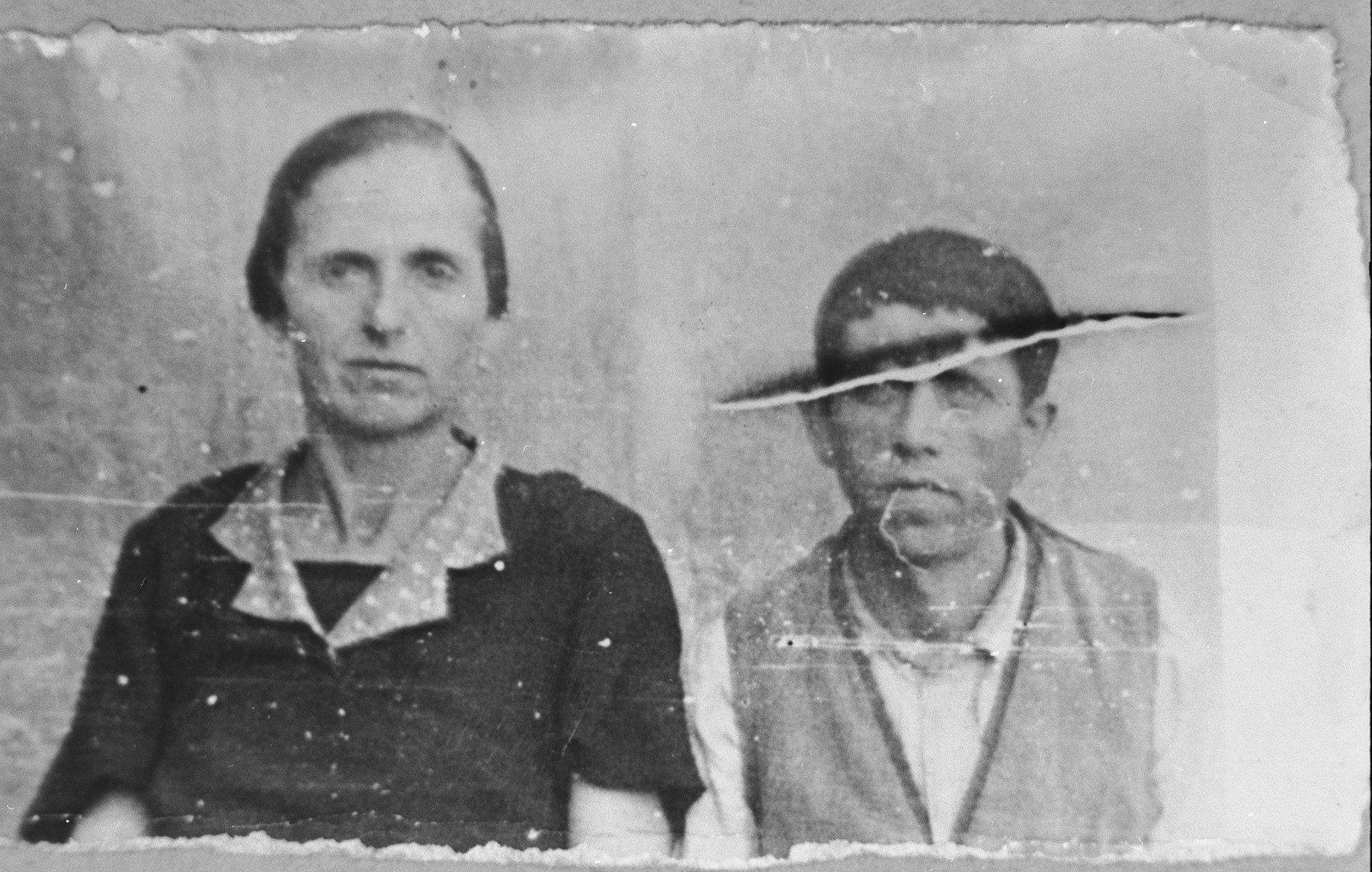 Portrait of Aron Albocher and his wife, Luna.  He was a peddler.  They lived at Zmayeva 18 in Bitola.