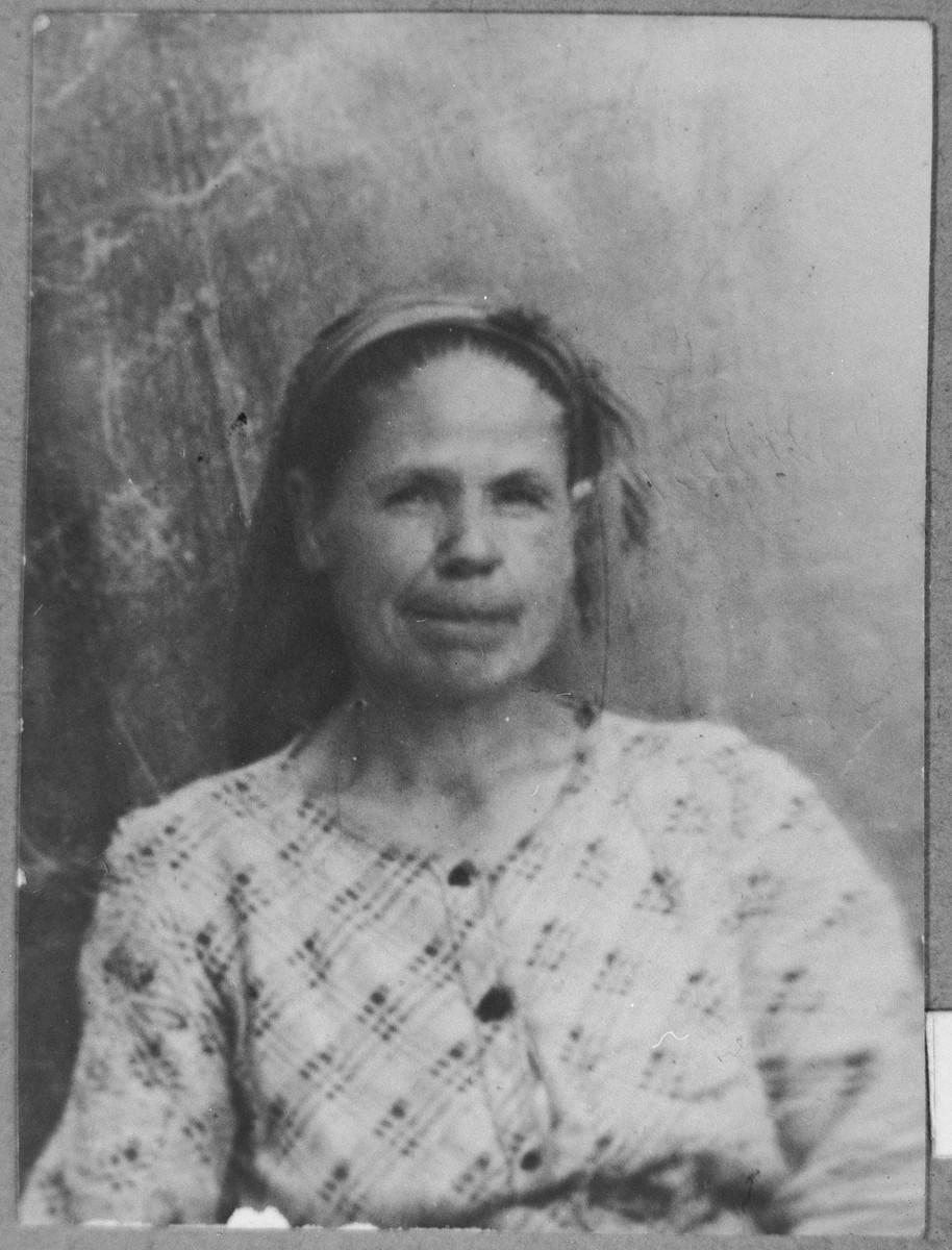Portrait of Rekula Aleshandra, wife of Mordechai Aleshandra.  She lived at Orizarska 7 in Bitola.