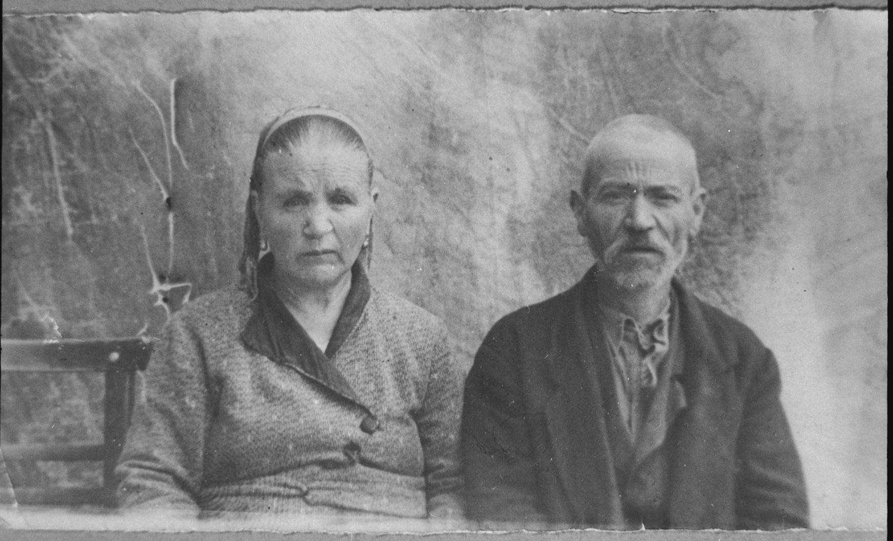 Portrait of Yakov Alba and his wife, Rahel.  He was a greengrocer.  They lived at Herzegowatschka 27 in Bitola.