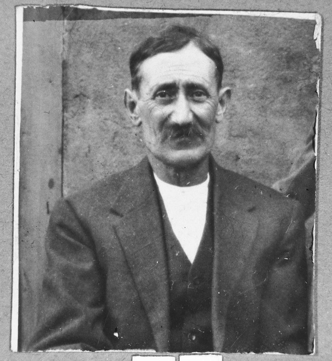 Portrait of Yanto Albaranes.