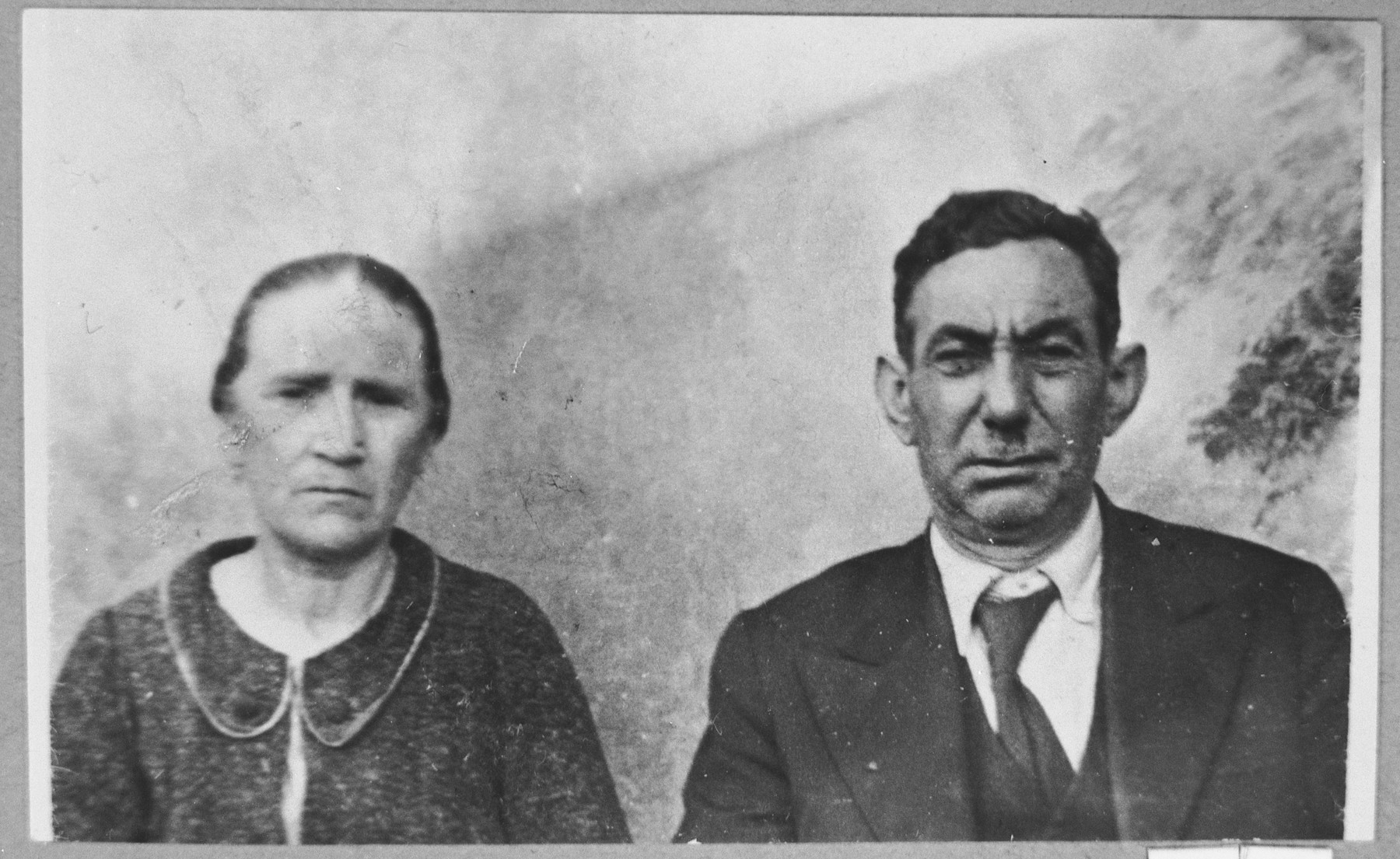 Portrait of Avram Aroesti, son of Aron Aroesti, and his wife, Ester.  They lived at Asadbegova 8 in Bitola.