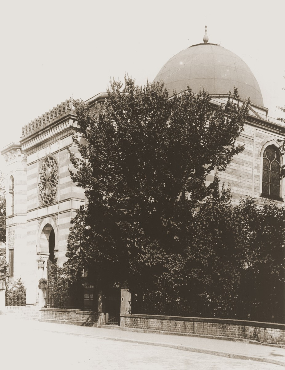 Exterior view of the Aschaffenburg synagogue.  First erected in 1698, the synagogue was rebuilt in 1893 and destroyed during Kristallnacht, November 9-10, 1938.