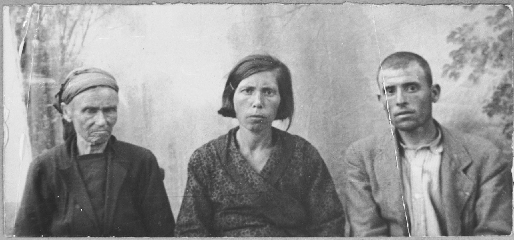 Portrait of Estreya Kalderon, wife of Avram Kalderon, Solomon Kalderon, son of Avram Kalderon, and Solomon's wife, Buena.  Solomon was a glazier.  They lived at Mitrovatska 3-5 in Bitola.