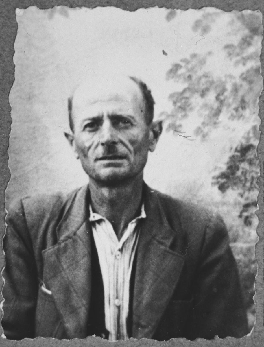 Portrait of Natan Honen.  He was a sackmaker.  He lived at Skopyanska 68 in Bitola.
