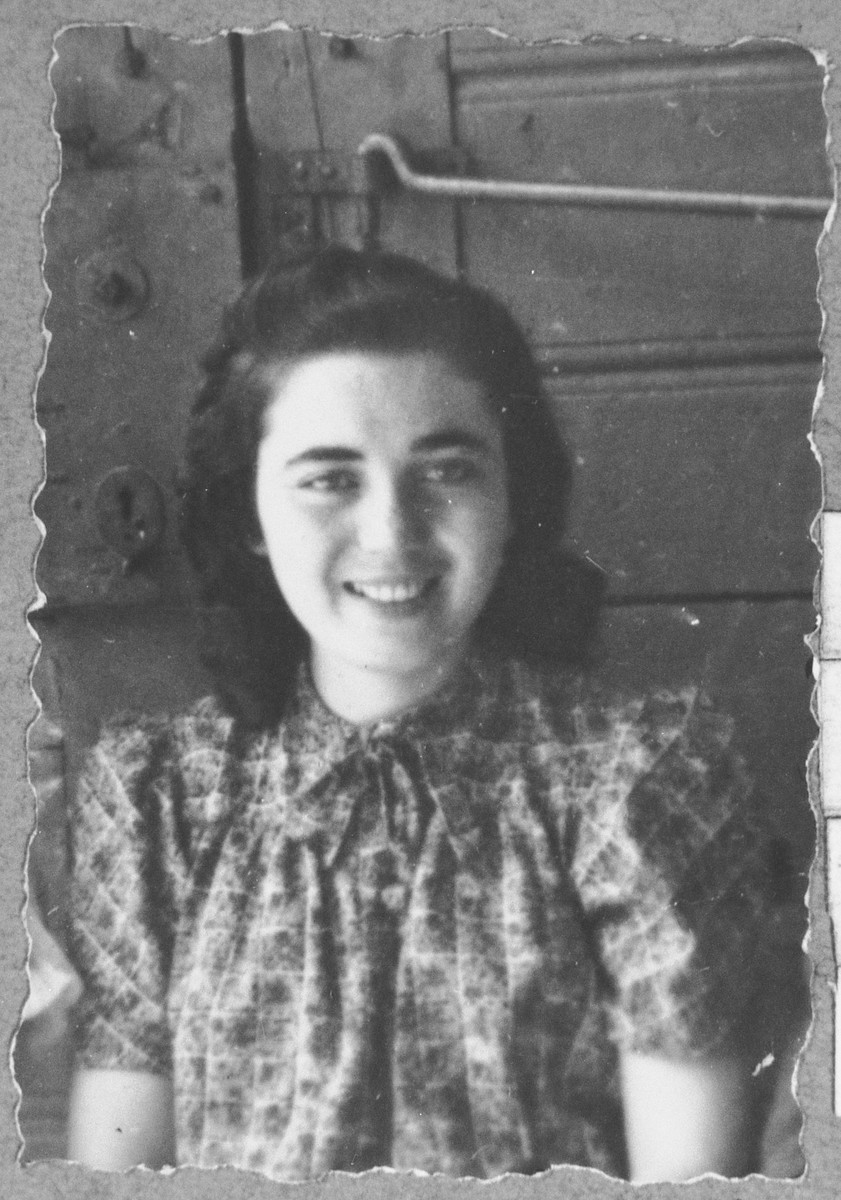 Portrait of Reina Shami, daughter of Samuel Shami.  She was a student.  She lived at Ferisovatska 22 in Bitola.
