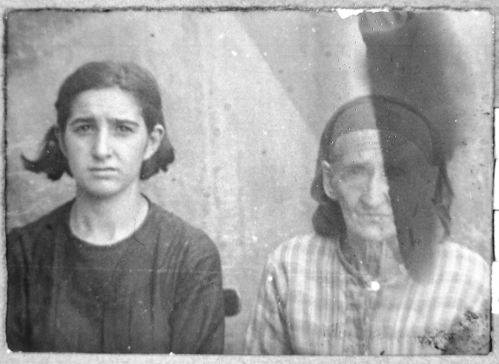 Portrait of Palomba Koen (left) and Bohora Pesso (right). Both lived at Drinska 119 in Bitola. Palomba, daughter of Bohor Koen, was a housemaid.