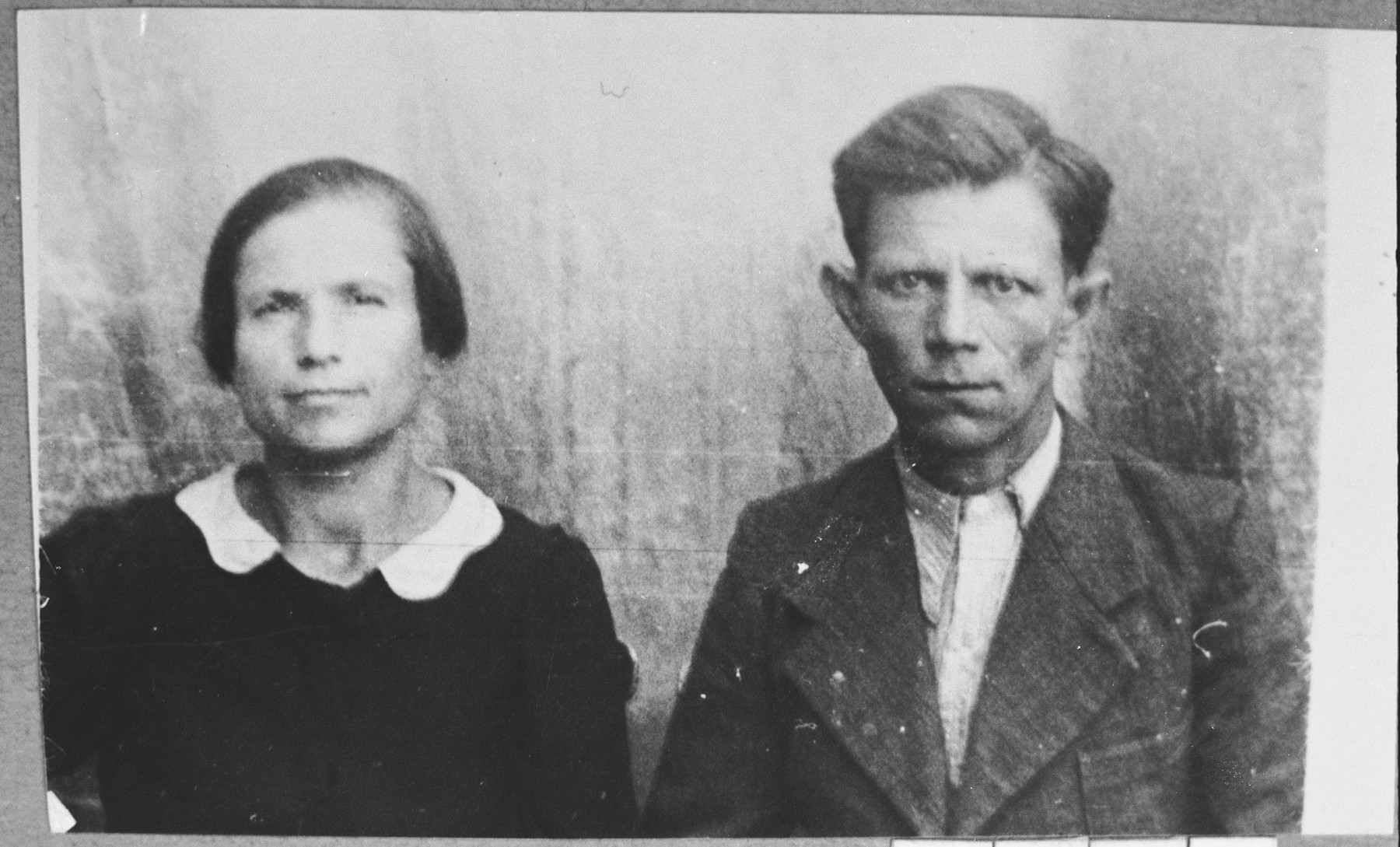 Portrait of Mateo Hasson (patronymic: Sh.), and his wife, Ester.  Mateo was a rag dealer.  They lived at Asadbegova 26 in Bitola.