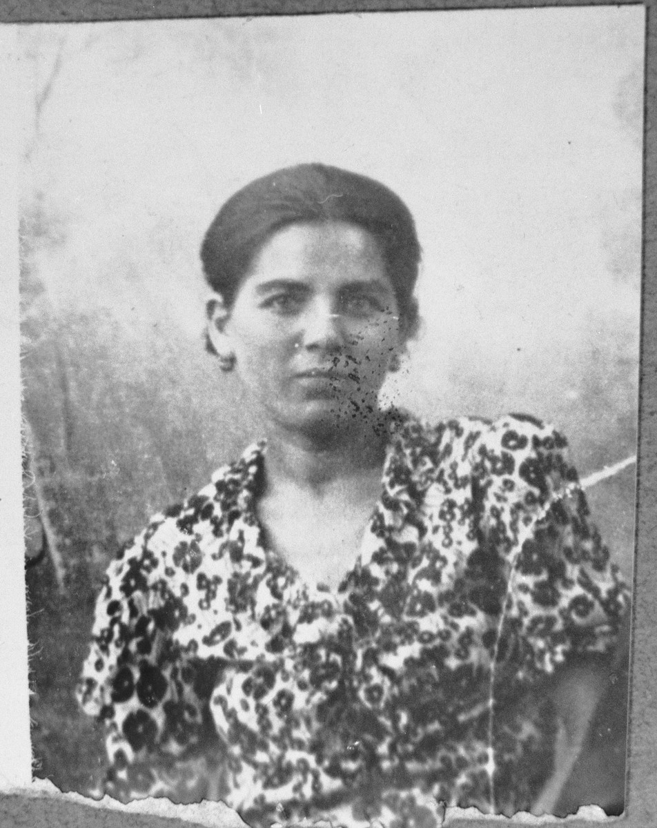 Portrait of Oro Hasson, wife of Solomon Hasson. She lived at Davidova 4-5 in Bitola.