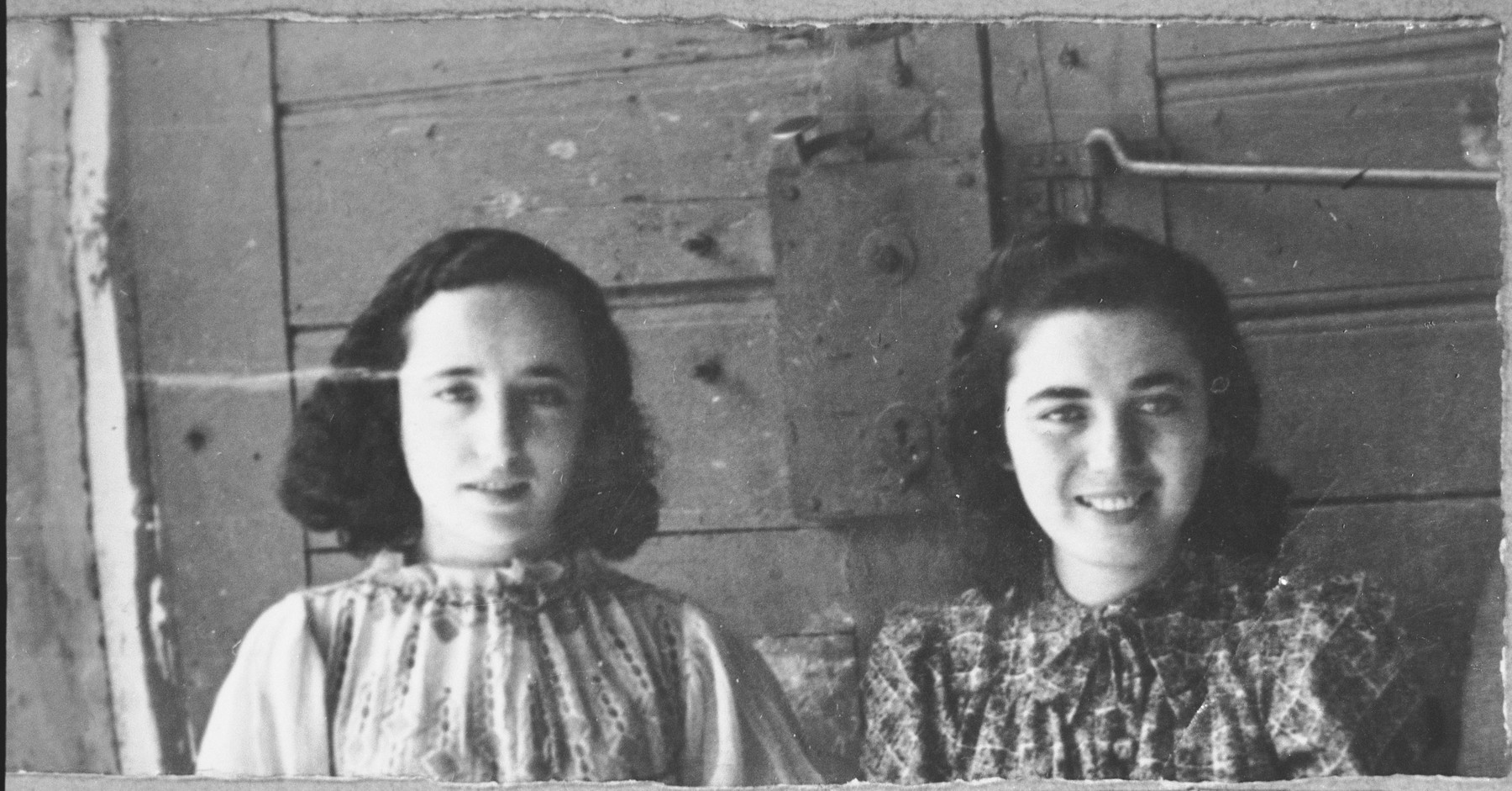 Portrait of Reina Shami and Ana Shami, daughters of Samuel Shami.  They were students.  They lived at Ferisovatska 22 in Bitola.
