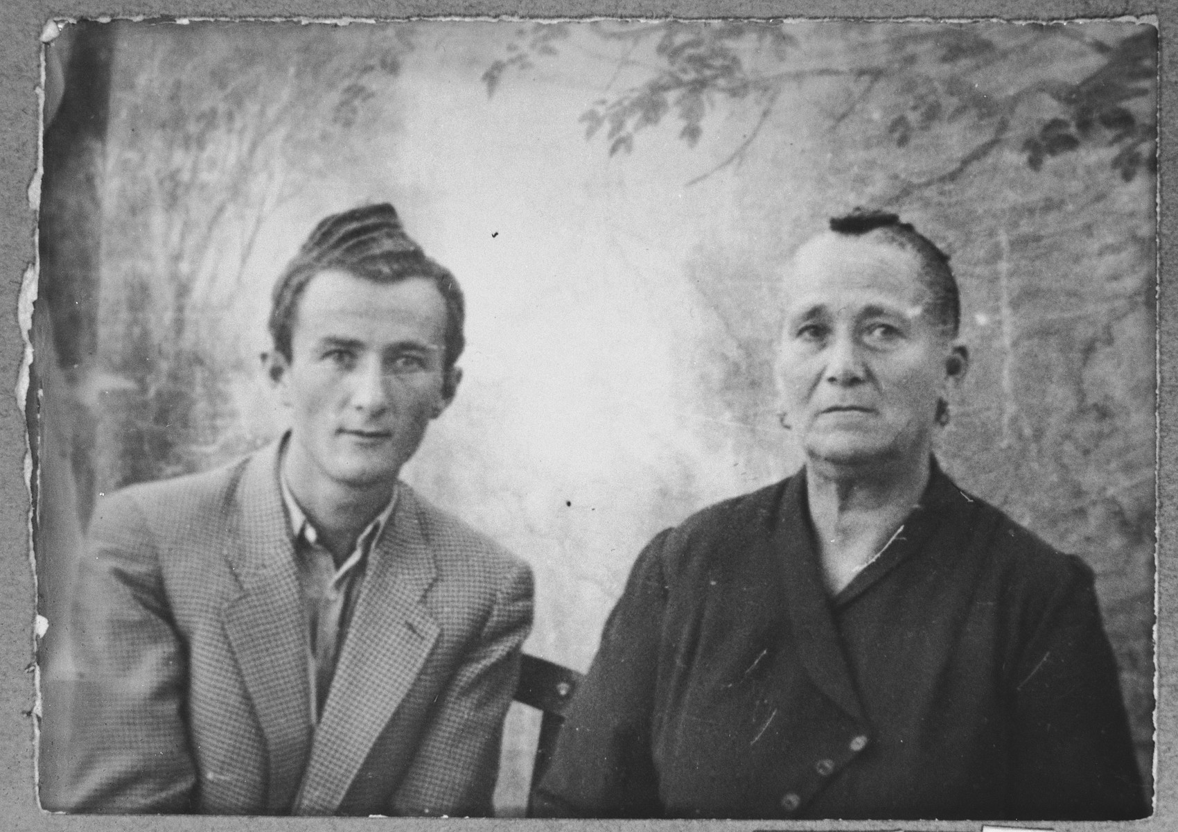 Portrait of Hana Honen, wife of Samuel Honen, and Samuel's son, Yakov.  Yakov was a student.  They lived at Orizarska 8 in Bitola.