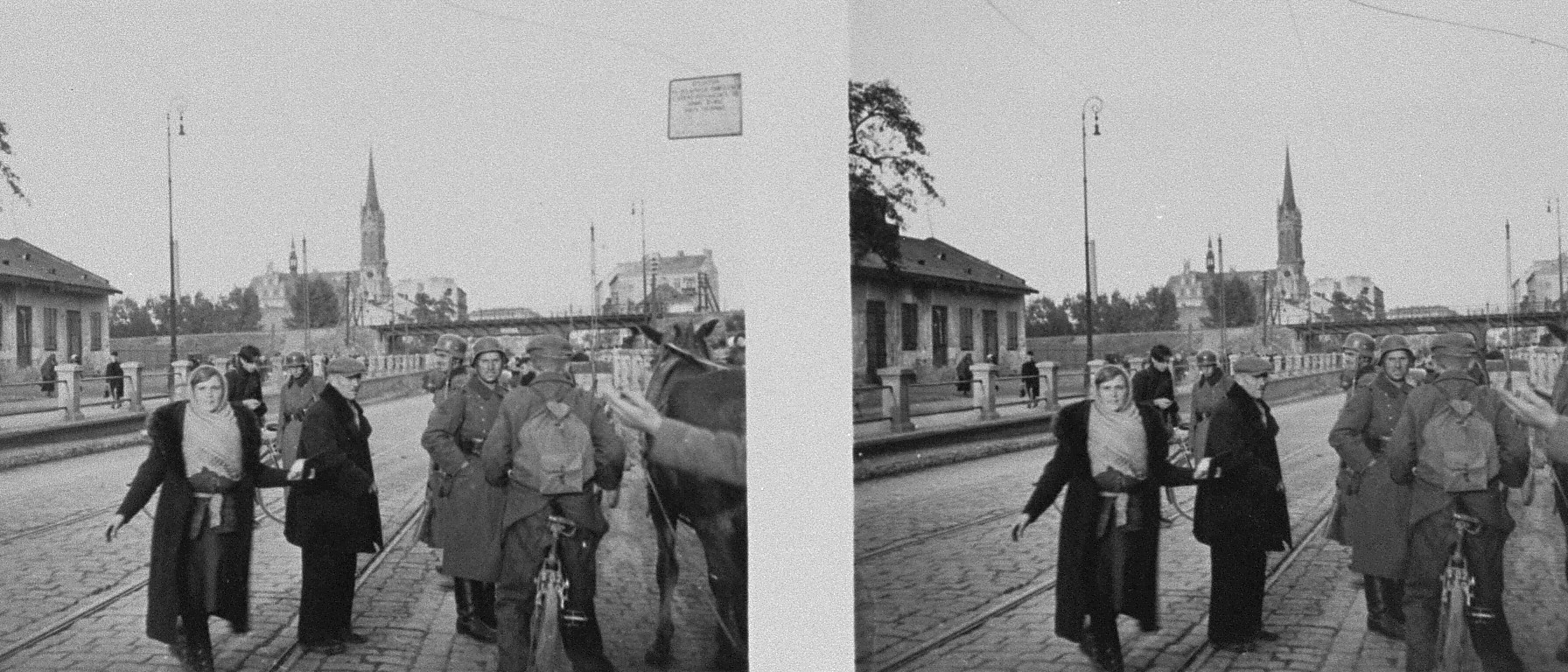Stereoscopic photograph of Polish civilians passing through a German checkpoint on a Warsaw city street.