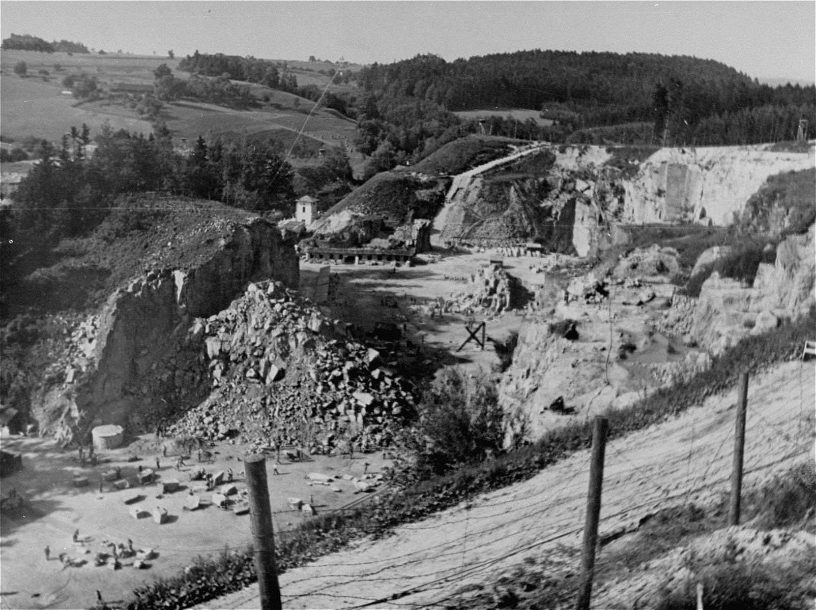 Granite Quarried In Mauthausen : Prisoners at forced labor in the wiener graben quarry