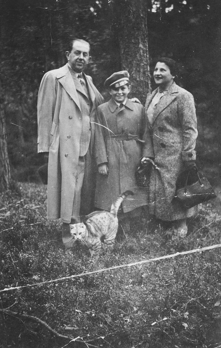 Portrait of a Jewish family in Memel with their cat.  Pictured are Moshe, Abraham, and Golda Lewin.