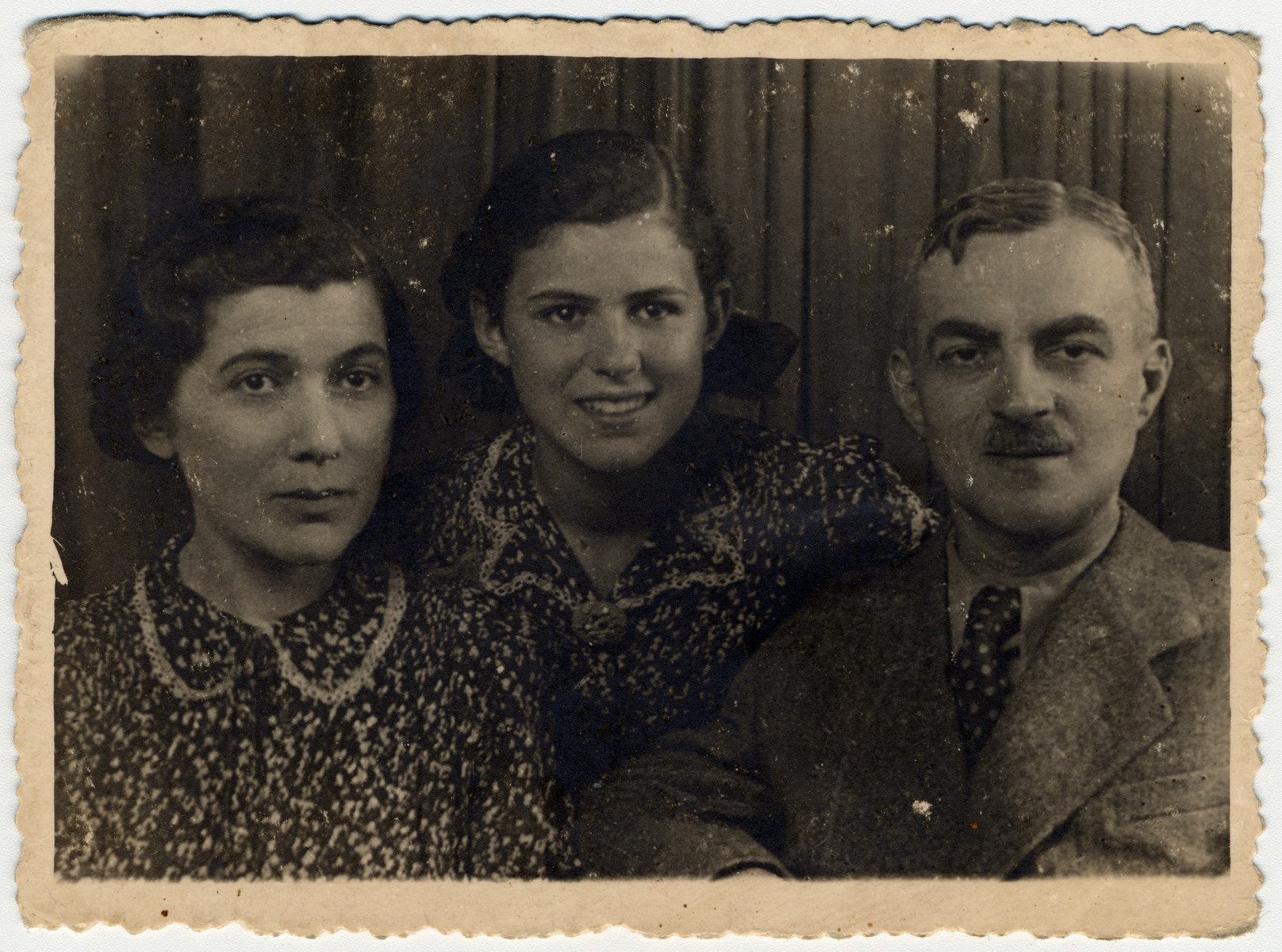 Close-up portrait of a Polish Jewish family in the Lodz ghetto.  Pictured are Dora, Inka and Gustaw Gerson.