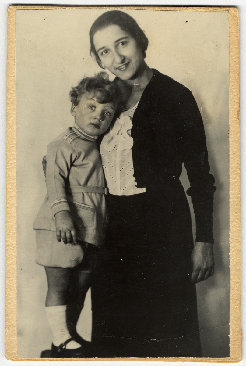 Prewar studio portrait of a German-Jewish mother and child.  Pictured are Trude and Gustav Manasse.