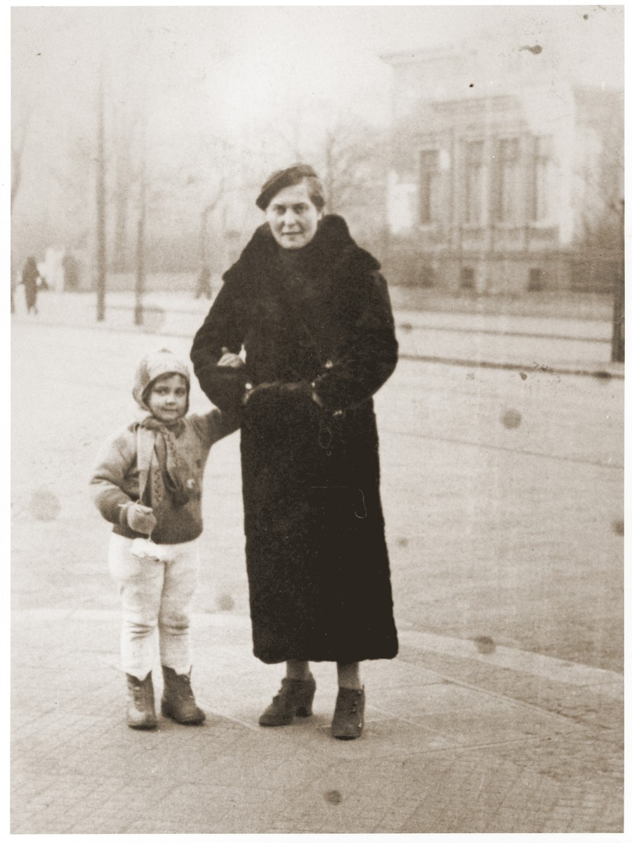 Tola Goldblum poses with her daughter Salusia on a street corner in Katowice.