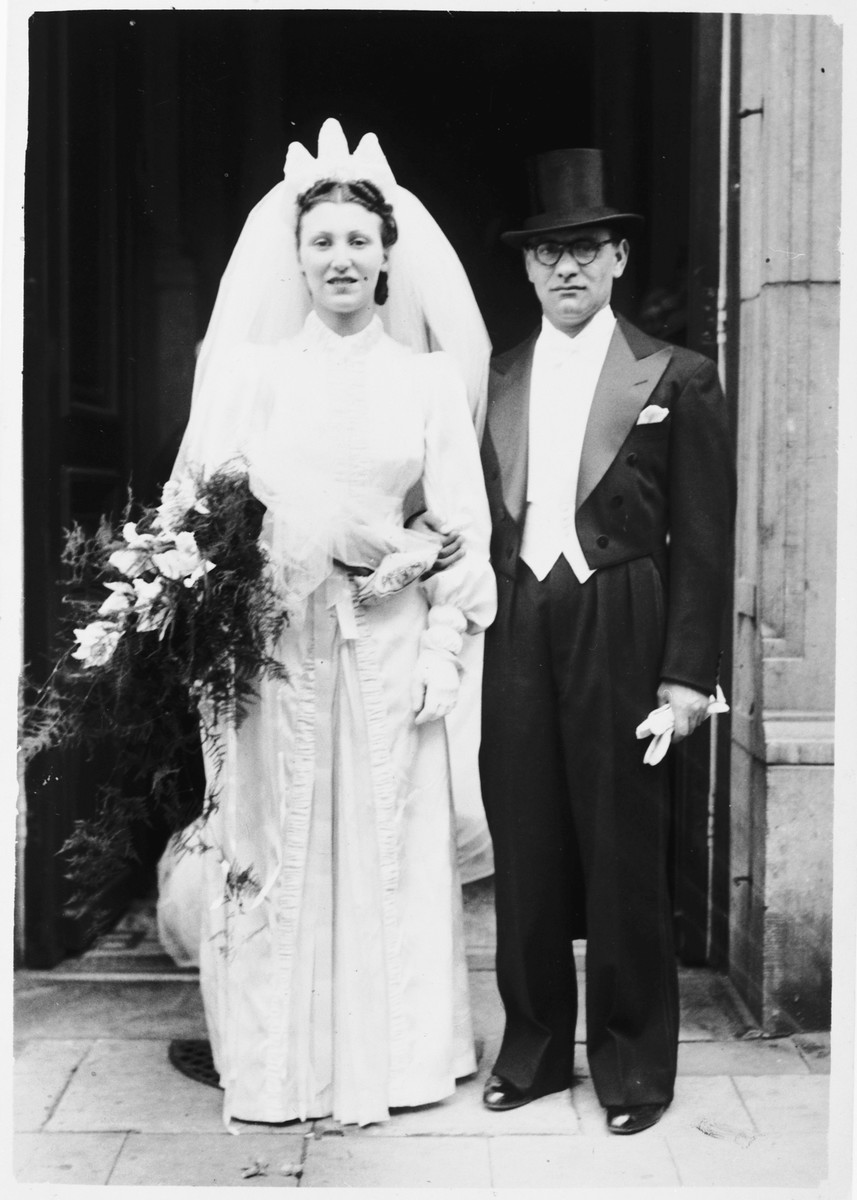 Wedding portrait of Avraham Obstfeld and Lea Zwaaf.